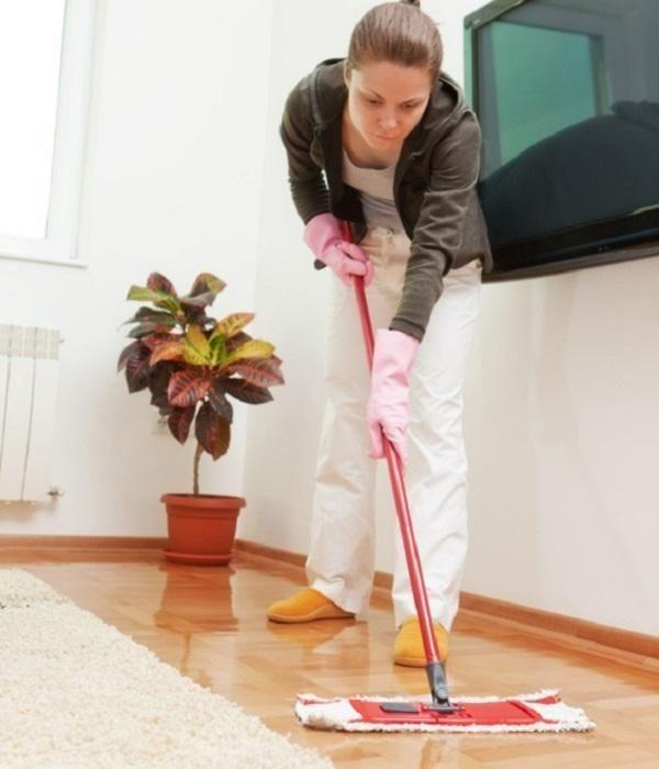 Comment nettoyer avec un balai à plat. Vous voulez savoir comment nettoyer votre maison avec un balais à plat ? Il est vrai qu'il s'agit d'un outil de nettoyage très efficace pour laisser le sol impeccable. La lavette est très utilisée par...