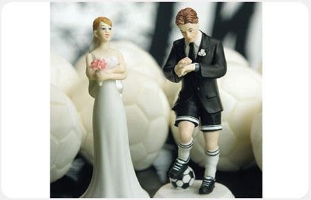 Hermosa figura para pastel, de porcelana y pintadas a mano. Mod. 7097 (novia) y Mod. 8447 (novio futbolista) Enviamos a toda la República