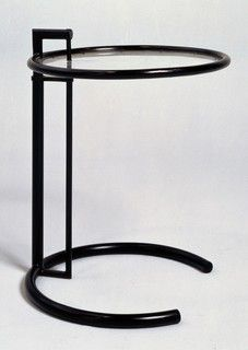 Eileen Gray, Table ajustable, 1926-29, Mobilier provenant de la maison E 1027.  Centre Pompidou, Musée national d'art moderne, Paris