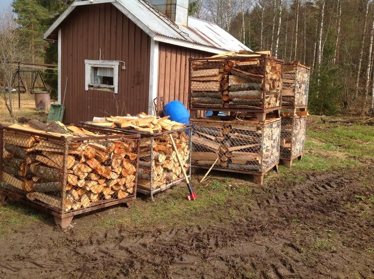 Firewoods with Vipukirves. Polttopuut ja Vipukirves.