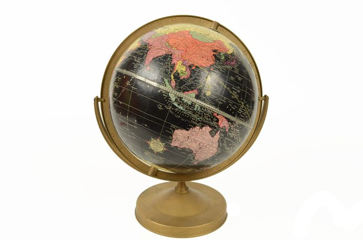 Black globe edited by Cram's Universal Globe in the sixties. Painted metal base complete with the circle of the meridian and paper mache sphere. Height 38 cm, 26 cm diameter of sphere. Very good condition.