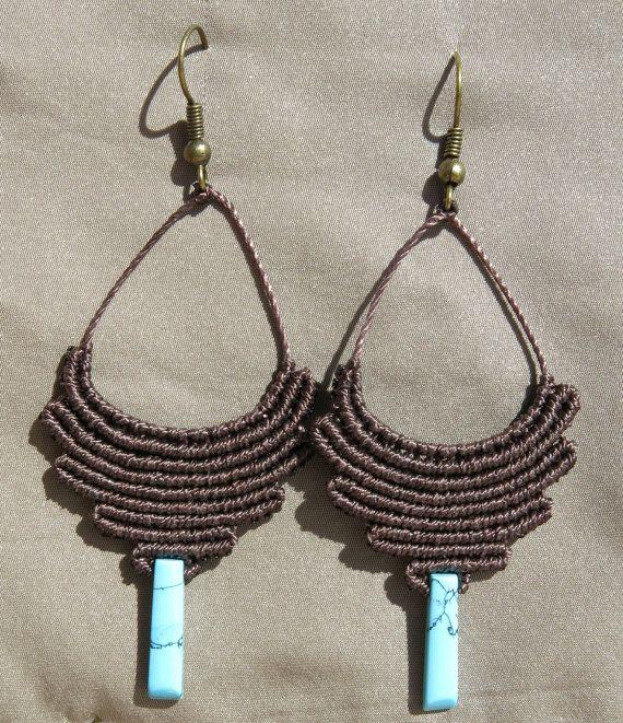 Macrame tribal earrings with Howlite por AntheaMacrame en Etsy