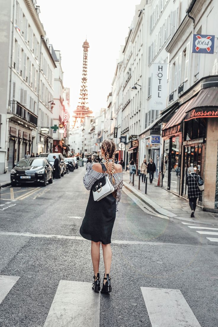 Paris strolls during sunset: http://www.ohhcouture.com/2016/10/paris-update-pfw/ |  #paris #ohhcouture #leoniehanne
