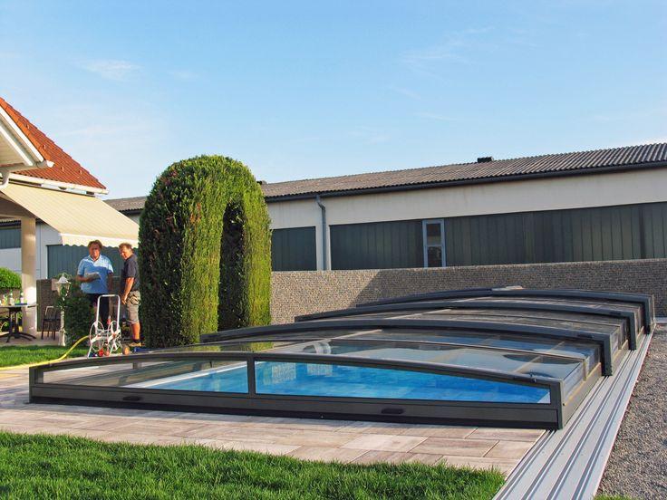 Velmi nízké bazénové zastřešení VIVA vyrobené z hliníkových profilů a polykarbonátových desek