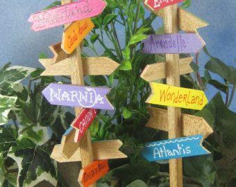 Ähnliche Artikel wie Kleine Fee Garten Postfach mit Messing-Blatt-Flag für Fee Gärten, Miniaturen, Puppenhäuser, Bonsai und saftigen Gärten oder Partei Dekor auf Etsy