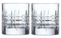 Wer einmal ein prächtiges Glas wie dieses in der Hand gehabt, das schwer liegt und das Licht funkelnd spiegelt, sehnt sich nach dem Understatement-Verschönerer des Alltags. Hier eines der derzeit schönsten Exemplare von SCHOTT ZWIESEL aus der Kollektion Basic Bar Collection. Klares Wasser darin macht sich noch edler. #geschenk #küche #glas #design
