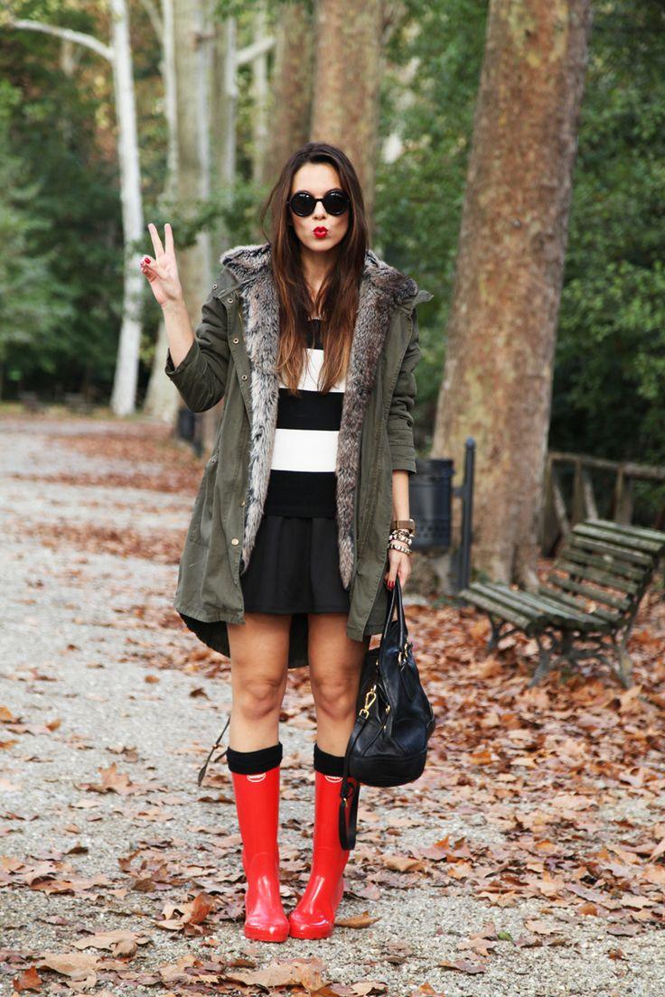 Irene Colzi di IRENE'S CLOSET, mostra l'outfit perfetto per utilizzare le Happy Up Milano con i propri HUNTER!! www.happyupmilano.com STIVALI PIOGGIA: COME INDOSSARLI E DOVE ACQUISTARLI!! pubblicat...