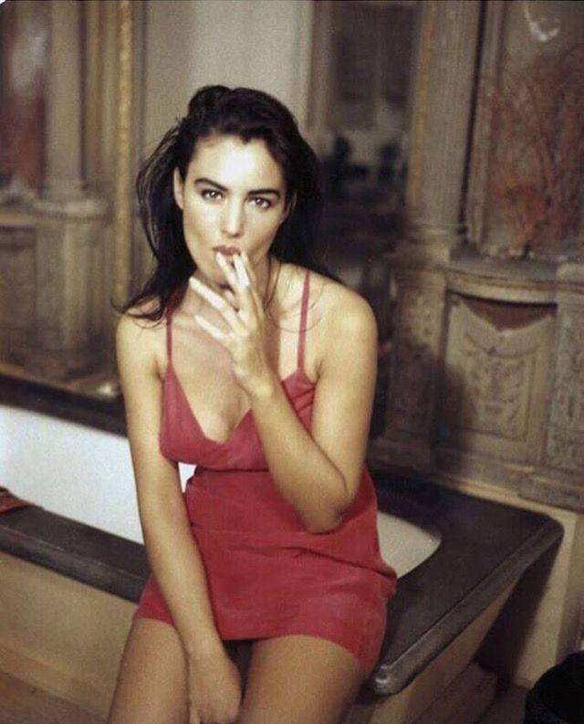 Winona Lynd Busty Model