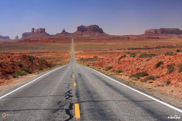 Долина Монументов – #Соединённые_Штаты_Америки #Аризона (#US_AZ) Не могу понять, как здесь можно жить (а ведь индейцы тут жили, если я ничего не путаю...), но выглядит впечатляюще! Знаменитая Долина Монументов! http://ru.esosedi.org/US/AZ/1000074248/dolina_monumentov/