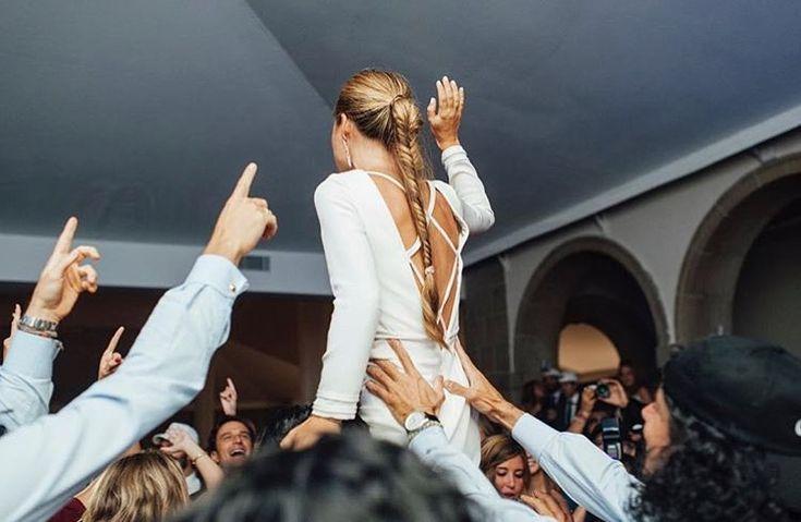 Espectacular divina e increíble esta foto del @grupomonico que se une a celebrar el día de la mujer trabajadora! Fantástico vestido de @diego_estrada y la trenza in love de @marietahairstyle Fotón by @aortizphoto       #invitadaideal #boda #invitada #invitadaperfecta #lookboda #graduacion #comunion #invitadaconestilo #influencers #casamiento #bridesmaid #peinado  #bridal  #tocados #pamelas  #guest #inspiracion #inspiracionboda  #sevilla  #damasdehonor #weddingday #weddingdress #novia…