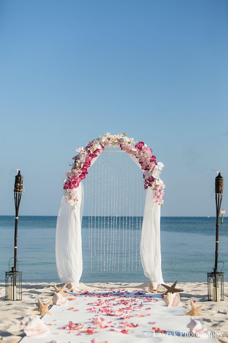 First Dance In The Sheraton Courtyard Key West Garden Wedding Photos By Lavryk Photography Www Sheratonkeywest Pinterest Gardens