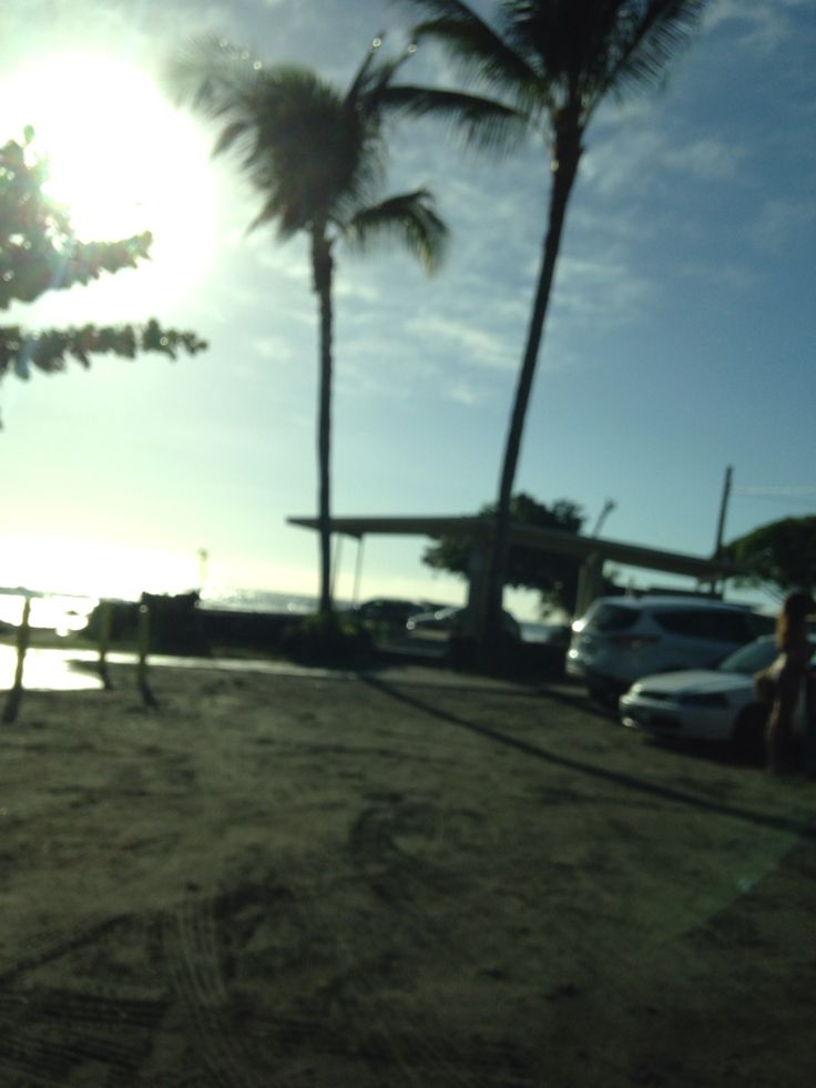 """the street enterance to the """"king kamehameha"""" resort in kona, hawaii.  the beach area is also available to the public."""
