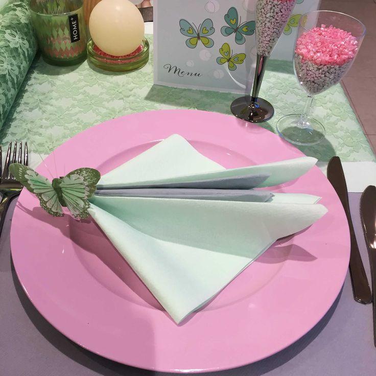Communie en lentefeest: collectie 2016 - inspiratie voor meisjes - Roze onderborden en groene tafellopers. #servetvouwen