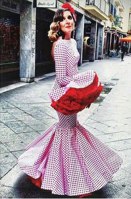 Traje de flamenca blanco con lunar rojo @pedrobejar @flamencas