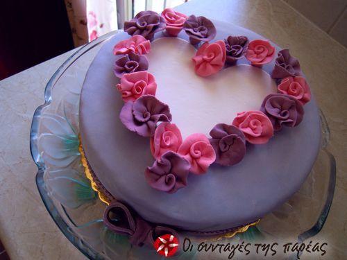 Τούρτα καρδιά με τριαντάφυλλα