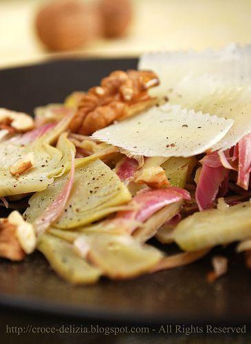 Insalata di carciofi con noci, pecorino romano, mentuccia.