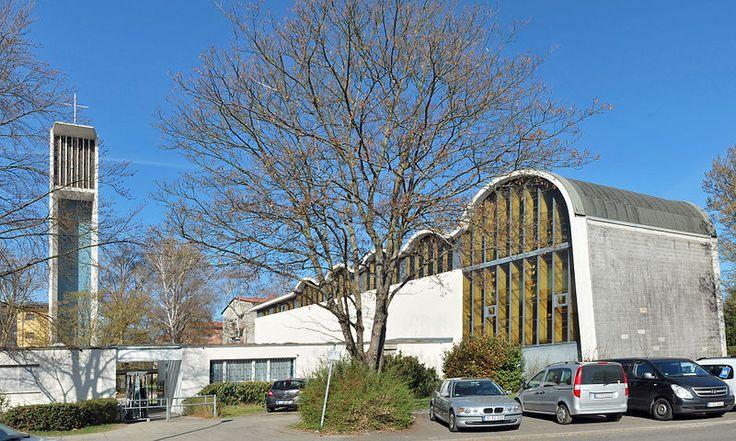 File:Salvatorkirche Stuttgart-Giebel.jpg