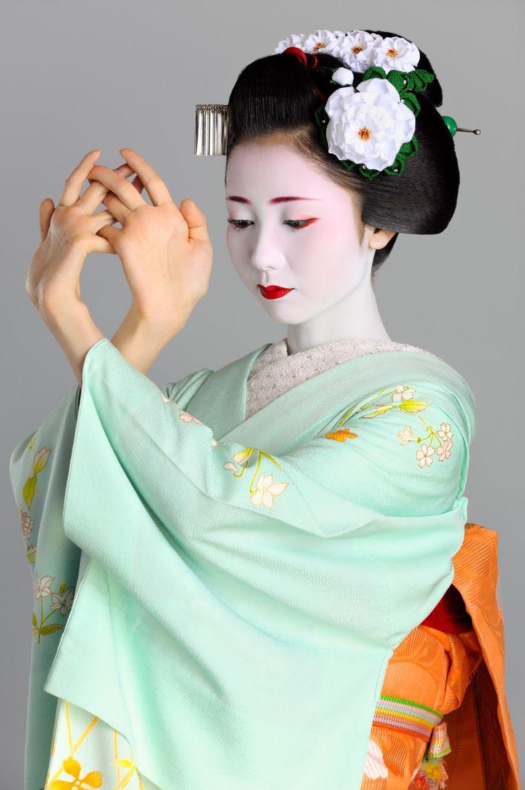 Split Peach Geisha Hairstyle Fade Haircut
