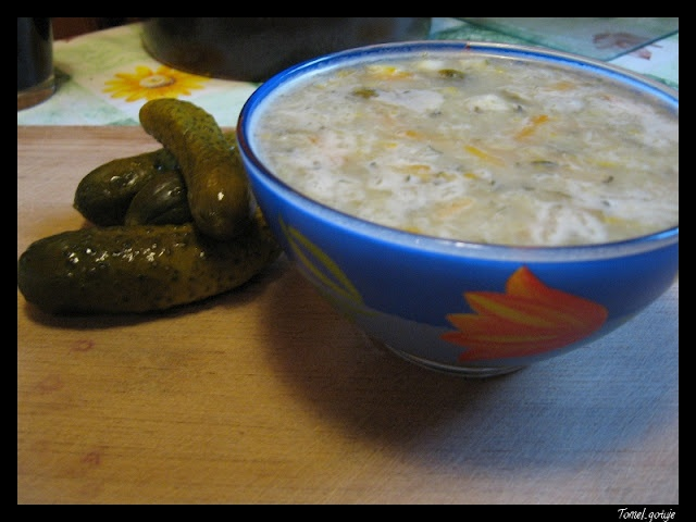 Tomek gotuje: Zupa z ogórków małosolnych z cukinią / Tom cooks: Zucchini and fresh cucumbers in brine soup