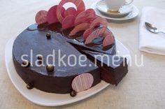 """Торт Чуао из книги Пьера Эрме """"Ларусс Шоколад"""". Три тонких шоколадных бисквита без муки, прослоенные шоколадным ганашем с чёрной смородиной и ..."""