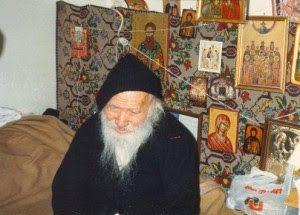 Πνευματικοί Λόγοι: Άγιος Πορφύριος: Εγώ δεν είμαι παρά ένας απλός παπ...