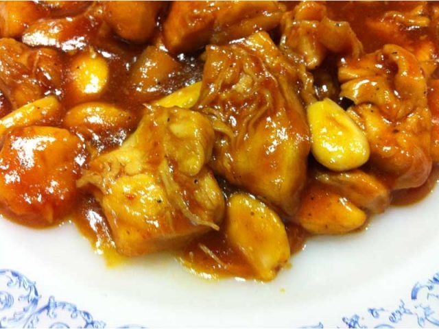 Receta de pollo al curry con almendras | https://lomejordelaweb.es/