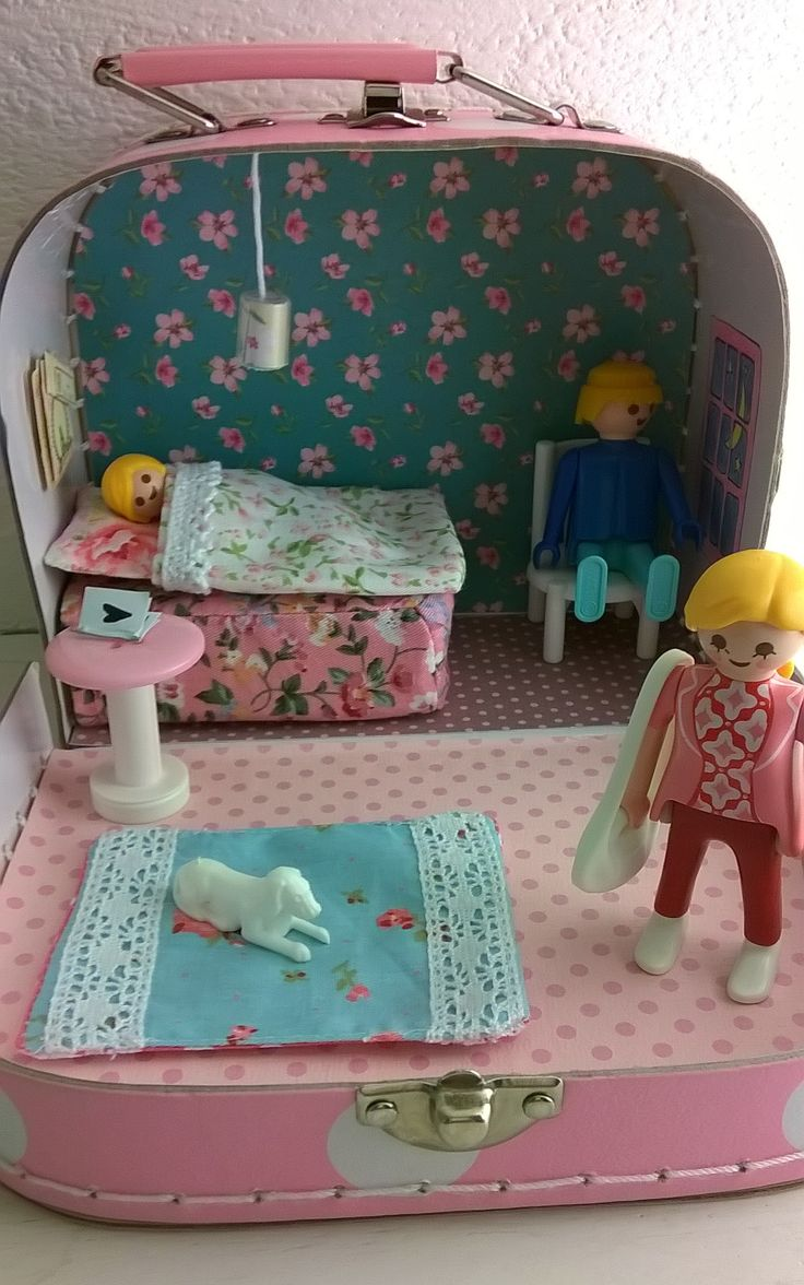 DIY dollhouse - this would be so sweet in those little cardboard suitcases from Target. Great idea for a road or airplane trip!