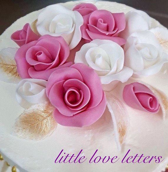 Amazing and extremely elegant, 100% edible ultimate set for perfect Pink and White Roses bouquet - sweet and bright cake decoration that there is only an occasion and friends needed to get the party started 🍾  Roses are timeless and they always very elegant. This set is an easy topper to decorate a wedding, anniversary or special occasion cake. Gorgeous on cupcakes or to use as accents on larger cakes. This bouquet set consist of 12 roses:  6 x Small Size Rose (3x White, 3 x Pink): 2cm wide…