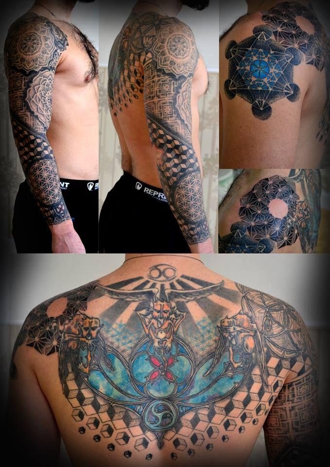 #sacredgeometry #geometrictattoo #sleevetattoo #dotworktattoo #tattooartist #czechtattoo #backtattoo #colortattoo #blackwork
