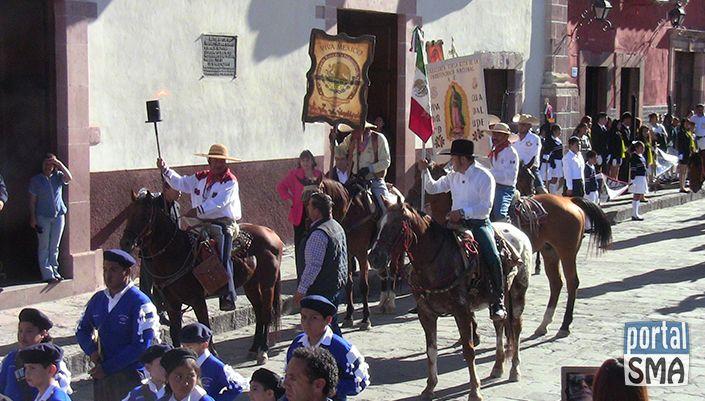 Entrega de Símbolos Patrios a la Cabalgata por la Ruta de la Independencia Nacional en San Miguel de Allende http://www.portalsma.mx/sma/index.php/noticias/2170-entrega-de-simbolos-patrios-a-la-cabalgata-por-la-ruta-de-la-independencia-nacional-en-san-miguel-de-allende
