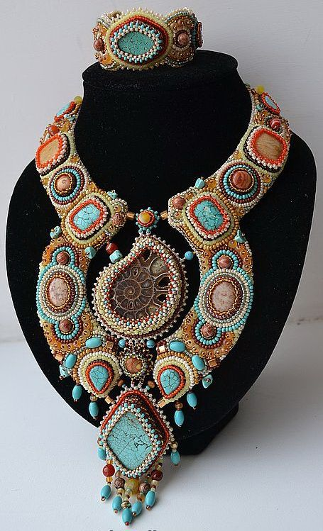 Beautiful embroiderd jewelry by Nataly Uhrin (Part 5) Click on link to see more photos - http://beadsmagic.com/?p=5789