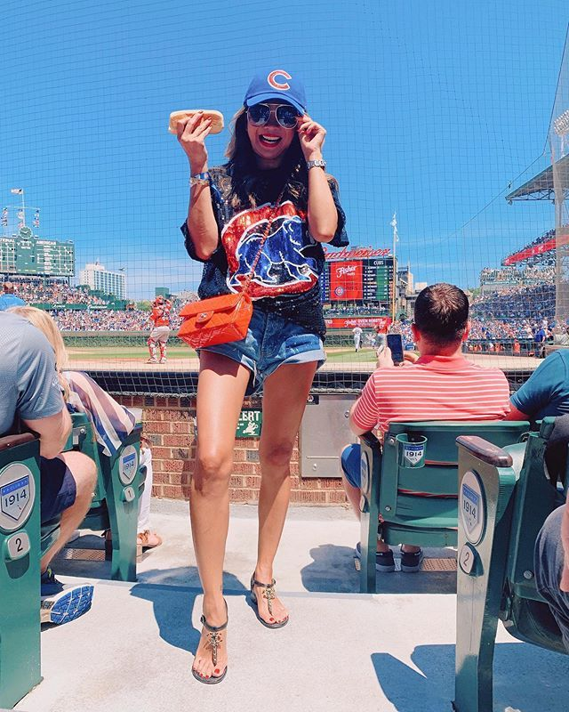 Cubs Game What To Wear To A Cubs Game What To Wear To A Baseball Game Chicago Cubs Baseball Game Outfi Baseball Game Outfits Gaming Clothes Baseball Outfit