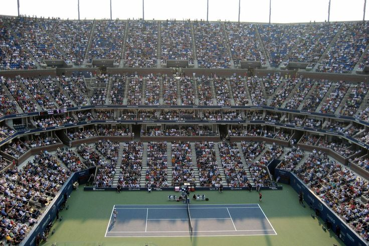 Roger Federer and Nikolay Davydenko face off in the semifinals of the 2006 US Open.