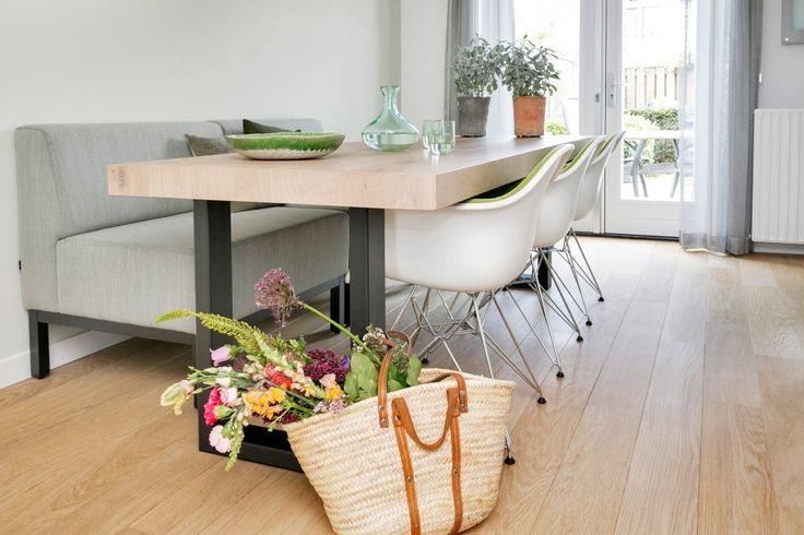 Eettafel met stoelen en zitbankje - Interieuradvies woonhuis Helmond - Hal-2 Ruimtevormgevers