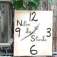 Keilrahmen Uhr gestalten und basteln ★ wie das geht ★ was man beachten muss ★  mit Farbe und Pinsel ist ein solches Uhrenkunstwerk schnell gebastelt - hier geht es zur Anleitung: http://kreativ-zauber.de/keilrahmen-uhren-gestalten/