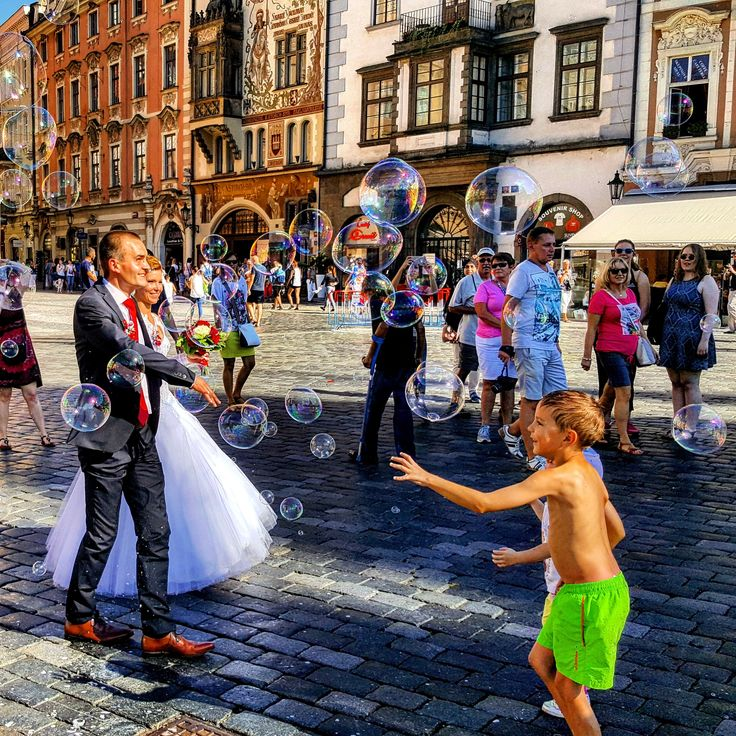 #marriage #prague #oldtownsquare #bubbles