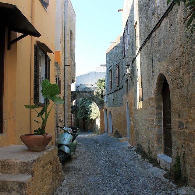 Reposting @sarahcallaway127: Someone take me back to Rhodes 👌😀 #greece #greekislands #rhodes #beautiful #throwback #takemeback #summer #sun #streets #holidays #travel #adventure