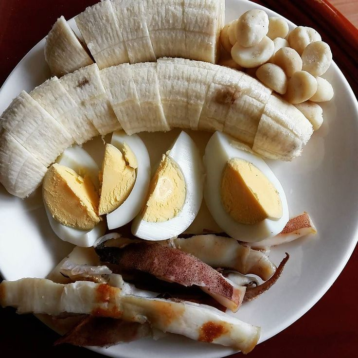 Quick and easy #breakfast A boiled egg 1/3 grilled #calamari #squid 150g banana 20g macadamia #paleo #primal #lowcarb #diet #weightloss #protein #pcos #health #healthyfood #eathealthy #eatclean #cleaneating #nutritious #nutrition #healthylifestyle #nourish #healthy #ibs #fodmap #lowfodmap #homecooking by realfoodcharlie