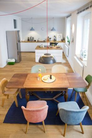 Lampen an Schnüren; Hausbesuch | Helle Wohnküche im Loft | hej.de