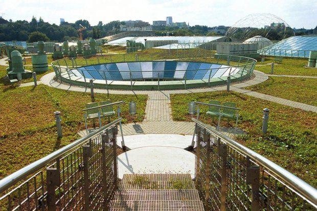 Ogrody na dachu BUW-u [biblioteka Uniwersytetu w Warszawie] -16 metrów nad ziemią , jeden z największych ogrodów dachowych w Europie[ powierzchnia 1 ha ]