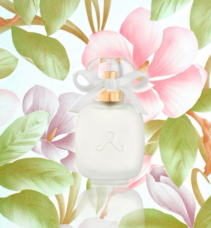 Le Magnolia Parfums de Rosine - The top note evokes the solar and bright smell of the flower with citrus essence, blackcurrant and freesia. The heart is deliciously floral with magnolia essence, rose essence, lily of the valley and peony. The base is a white musk accord for a clean and long-lasting fragrance.