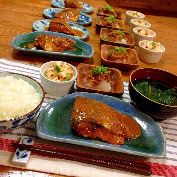 今日の晩ご飯✩⃛ *鯖の味噌煮(圧力鍋で調理) *なめたけ大根おろし(大根が甘くて美味しい季節になりましたね〜♡) *山芋とキュウリの梅肉おかか和え *我が家の人気メニュー、ほうれん草のお吸い物w - 22件のもぐもぐ - 鯖の味噌煮定食! by harunameiHrc