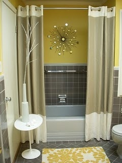 Pretty way of doing the shower curtains in a guest bathroom