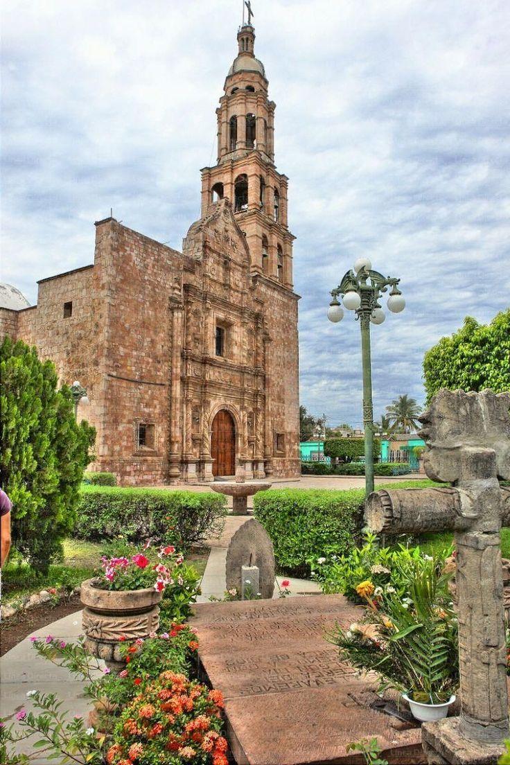 Rosario, Sinaloa Declarado Pueblo Mágico en 2012.  Uno de los aspectos más interesantes de El Rosario es que cuenta con cerca de 70kms de túneles subterráneos, teniendo más calles bajo tierra que en la superficie.
