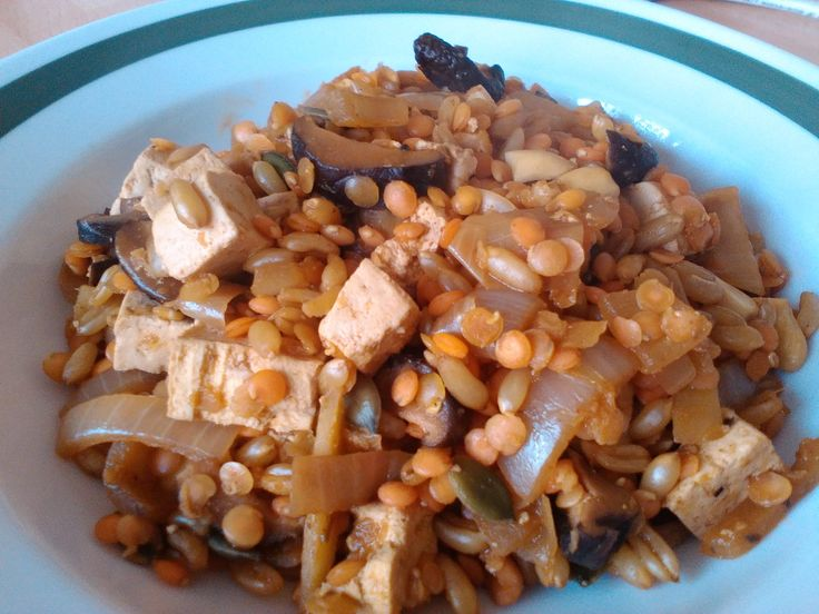 červená čoska s kamutem a tofu