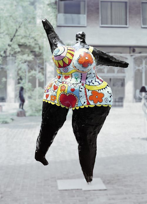 Niki de Saint Phalle, Black Nana, 1968/69, bemaltes Polyester, 293 x 200 x 120 cm, Schenkung Ludwig 1976