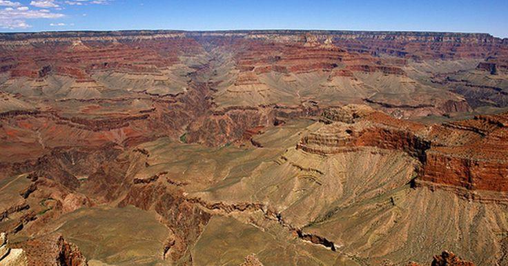 El mejor momento para ir al Gran Cañón. El Parque Nacional del Gran Cañón es una de las maravillas naturales más famosas del mundo y por una buena razón. Con 277 millas (445,77 Km) de largo, hasta 18 millas (28,96 Km) de ancho y una profundidad de una milla (1,6 Km), éste es un desfiladero impresionante compuesto de rocas de hasta 1,8 millones de años. Desde el río Colorado que ...