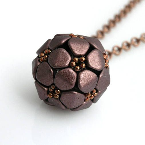 Beaded ball pendant. Tutorial available for approx 8 Euro.