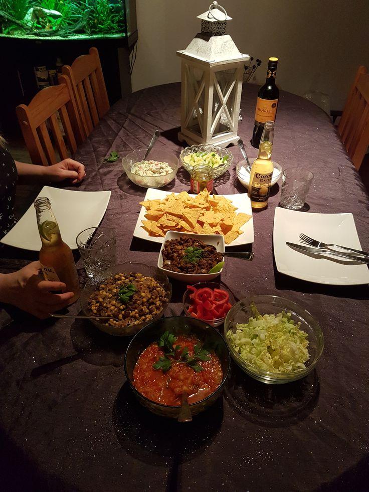Oh yes, taco it is! Dagens middag og morgendagens også.. :) Ikke at vi ble lei oss av den grunn altså. For oss er taco MYE SMAK, på en og samme tallerken. Det blir aldri helt likt, men mye av det s…