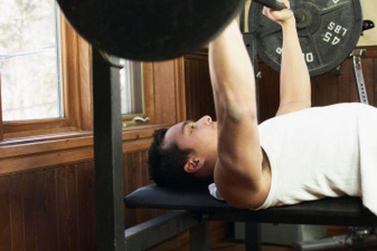 ¿Cuánto debo ser capaz de levantar en el banco de pesas si peso 135 libras (61 kilogramos)? | Muy Fitness
